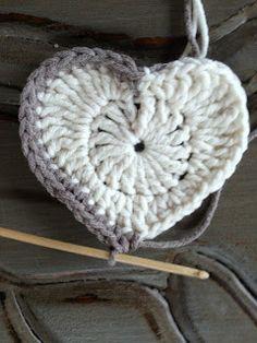 Annoo's Crochet World: Valentine Heart Granny Square Free Pattern ❥Teresa Restegui http://www.pinterest.com/teretegui/❥