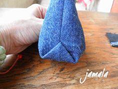 Na přání jeden návod jak se dají odšít rožky jednoduše jedním švem. Používám při šití nákupek nebo na kosmetické kabelky. Zvlášť u kosmetick...