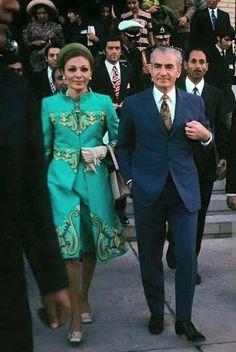 Mohammad Reza Shah and Shahbanou Farah Pahlavi Farah Diba, Quirky Fashion, Royal Fashion, 1960s Fashion, King Of Persia, Iran Pictures, Pahlavi Dynasty, Persian Beauties, The Shah Of Iran