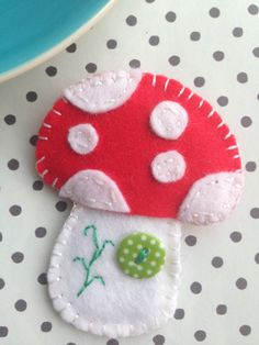 Make with Annie presents the Make your own felt brooch kit range. Make your own Felt Mushroom Brooch kit comes with everything you will need to
