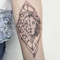 tatouage géométrique idées lion avant-bras  #tatouages  #tattoo