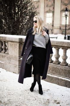 Linda Juhola in long coat from Zara, Gina Tricot grey knit, Gina Tricot black skirt, Ray Ban sunglasses, Chanel bag and Tata Italia shoes
