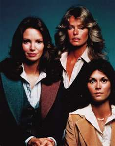 Jaclyn Smith, Farrah Fawcett and Kate Jackson from the first season of Charlie's Angels - September 1976 to May 1977 Kate Jackson, Farrah Fawcett, Jaclyn Smith, Old Tv Shows, Movies And Tv Shows, Santa Monica, Cheryl Ladd, Hollywood, Back To The Future