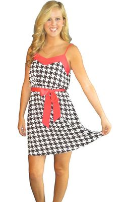 Houndstooth at its Alabama Gameday Dress Finest! We love our new Bama Bound Dress!!! #Alabamadress #rolltidestyle Perfect Alabama Game Day Dress - www.TailgateQueen.com