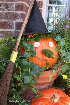 Halloween Witch Pumpkin - Easy Craft Idea. LivingLocurto.com #halloween #pumpkin