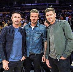 Steven Gerrard at the LA Lakers game with two of his fans.