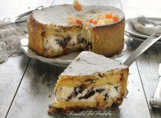 Cassata al forno, ricetta originale. La pasticceria Siciliana. la deliziosa torta Siciliana con pasta frolla, pan di spagna e cuore di ricotta e cioccolato