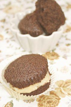 Tu medio cupcake: Whoopie Cupcakes de Chocolate rellenos de Crema Pastelera // Chocolate Whoopie Cupcakes