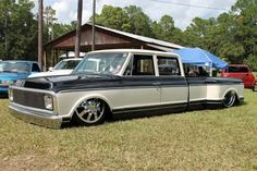 amazing.. just gorgeous. 71 Quad cab dually Chevrolet.