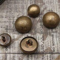Vintage - anciens boutons en métal bronze à fines lignes steampunk victorien
