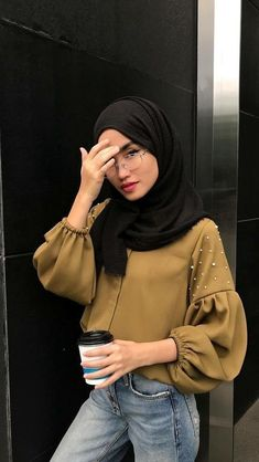 this girl looks amazing rock that hijab girl rock it Hijab Casual, Hijab Chic, Ootd Hijab, Hijab Fashion Casual, Hijab Dress, Abaya Fashion, Muslim Fashion, Modest Fashion, Fashion Outfits