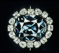 The Hope Diamond : This fancy deep blue diamond is gorgeous, to be sure, but also deadly - at least according to some. The Hope's. Hope Diamond, Best Diamond, Diamond Heart, Diamante Hope, Beaded Jewelry, Fine Jewelry, Heart Jewelry, Gemstone Jewelry, Grandmother Jewelry