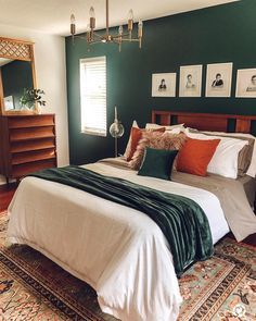 Cool Eclectic Bedroom Design Ideas - Bedroom - Info Virals - New Fashion and Home Design around the World Home Decor Bedroom, Modern Bedroom, Budget Bedroom, Eclectic Bedrooms, Bedroom Vintage, Bedroom Ideas, Casa Disney, Bedroom Green, Emerald Bedroom