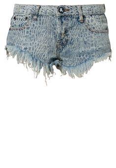 One Teaspoon Jeans Shorts: http://zln.do/1bIuDBj