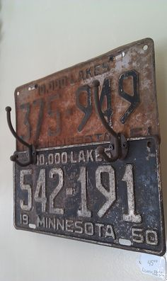 Vintage Industrial Decor Rusty vintage license plates made into a coat rack (Yeah Minnesota_my home state) License Plate Crafts, Old License Plates, License Plate Art, License Plate Ideas, Licence Plates, Rustic Industrial Decor, Vintage Industrial, Industrial Bedroom, Industrial Interiors