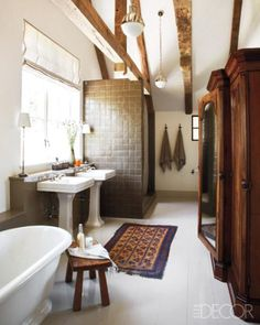 Take a peek at these rustic bathroom from the ELLE Decor archives, and get ready to transition your house into an Old World oasis. Rustic Bathroom Decor, Bathroom Interior, Rustic Bathrooms, Wood Bathroom, Bathroom Storage, Master Bathroom, Eclectic Bathroom, Bathroom Modern, White Bathroom