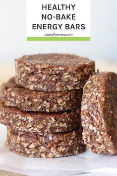 Recipes Snacks Bars Everything you love about no-bake cookies into a bar! This no-bake energy bar is made with real food ingredients and it's a perfectly healthy post-workout snack! Delicious Cookie Recipes, Healthy Dessert Recipes, Healthy Baking, Real Food Recipes, Snack Recipes, Breakfast Recipes, Yummy Food, Gluten Free Snacks, Vegan Snacks
