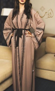 Baby pink abaya with black borders Arab Fashion, Islamic Fashion, Dubai Fashion, Muslim Fashion, Modest Fashion, Hijab Casual, Hijab Outfit, Hijab Dress, Modest Wear