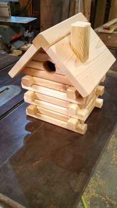Cedar Log Birdhouse by rkwoodcrafts on Etsy Wooden Bird Houses, Bird Houses Painted, Bird Houses Diy, Wood Bird Feeder, Bird House Feeder, Bird House Plans Free, Bird House Kits, Small Woodworking Projects, Diy Wood Projects