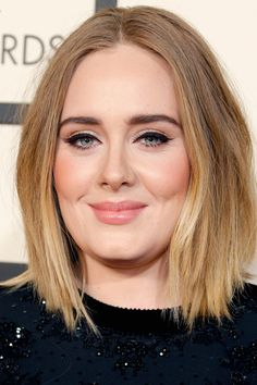 Adele's Grammys Beauty Look Is Proof That Less Is Always More: The Grammys red carpet is the perfect place to parade dramatic makeup and elegant updos. Cabelo Demi Lovato, Adele Makeup, Wedding Hairstyles, Cool Hairstyles, Adele Hairstyles, Look Retro, Celebrity Hairstyles, Wedding Makeup, New Hair