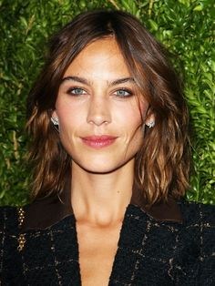 Alexa Chung's layers help to add texture into her mid-length hair.