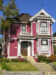 This painted Victorian is instantly recognizable to most of us as Halliwell Manor from the popular TV series Charmed. The show was set in San Francisco, but in real life it's known as the Innes House in Los Angeles.