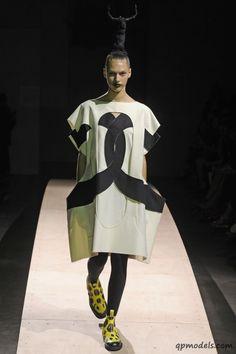 Paris Fashion Week: Comme des Garcons Spring/Summer 2014 - http://qpmodels.com/interesting/3467-paris-fashion-week-comme-des-garcons-spring-summer-2014.html