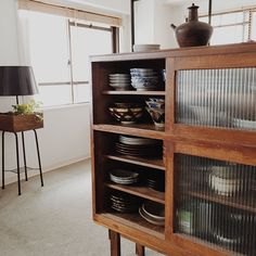 I live nice in a Japanese house. An illustration of an old private house interior example Asian Interior, Cafe Interior, Kitchen Interior, Vintage Furniture, Cool Furniture, Furniture Design, Bespoke Kitchens, Interior Decorating, Interior Design