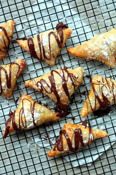 Nutella and Cream Cheese Turnovers (nutella filled cookies heavens) Best Dessert Recipes, Sweet Desserts, Delicious Desserts, Yummy Food, Quick Dessert, Dessert Ideas, Nutella Filled Cookies, Nutella Cream Cheese, Puff Pastry Recipes