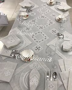 Decoration Table, Crochet Lace, Diy And Crafts, Creations, Home Decor, Embroidered Towels, Chrochet, Christmas Tabletop, Pattern