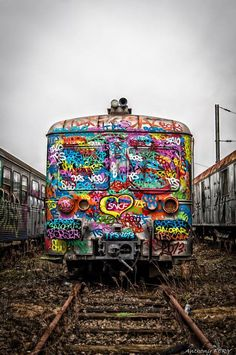 Colorful train by unknown graffiti artist Street Art Graffiti, 3d Street Art, Graffiti Artists, Urban Graffiti, Urban Street Art, Urban Art, Amazing Street Art, Amazing Art, Amazing Things