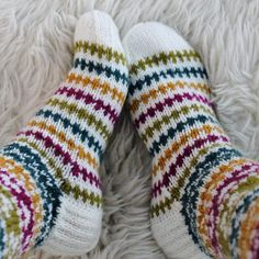 Ravelry: Taimitarhan Polvisukat pattern by Niina Laitinen Wool Socks, My Socks, Knitting Socks, Knitting Machine, Designer Socks, Yarn Crafts, Mittens, Ravelry, Needlework