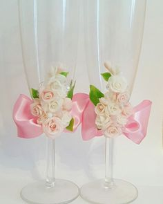Свадебные бокалы с декором из полимерной глины  Wedding glasses for bride and groom #wedding #wedding glasses #champain #weddingdecor #свадебныйкомплект #свадьба