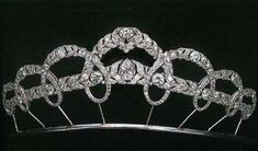 Tiara by Cartier owned by Queen Victoria of Spain, 1927.