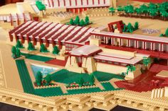 180,000 pieces and 420 hours of work went into the Lego Taliesin West