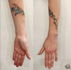 Natuurlovers die op zoek zijn naar een originele botanische tatoeage, kunnen zich laten inspireren door deze tattoo artist uit Oekraïne. Rita 'Rit Kit' Zolotukhina gaat immers aan de slag met echte stukjes natuur om prachtige botanische tatoeages te creëren.