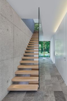 20 Astonishing Modern Staircase Designs Youll Instantly Fall For Modern Stairs Astonishing Designs FALL Instantly Modern Staircase Youll Contemporary Stairs, Modern Stairs, Contemporary Bathrooms, Contemporary Design, Home Stairs Design, Interior Stairs, Staircase Design Modern, Interior Architecture, Interior Design