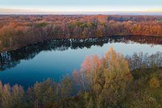 Wenn ich wieder die Natur genießen möchte, zieht es mich immer wieder an den Fluss Ems. Es gibt dort einige sehr schöne Wanderwege. Dieser Wanderweg führt am Ems-Hessel-See vorbei. Das Bild zeigt den See von oben.