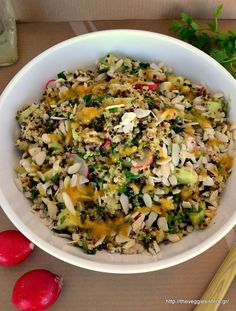 I love making salads with quinoa. You can have this quinoa salad as a light meal. It is delicious, refreshing, crunchy! Inspired by tabbouleh it is made with tricolor quinoa Quinoa Tabouleh, Quinoa Salad, Gourmet Recipes, Diet Recipes, Vegan Recipes, Healthy Juices, Salad Bar, Fermented Foods, Salads
