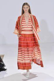 Temperley London – Die London Fashion Week geht zu Ende. Mehr als 80 Designer präsentierten ihre Kollektionen für die kommende Frühjahr/Sommer Saison 2015. Was die wichtigsten Trends für das kommende Jahr sind zeigen wir Ihnen hier...