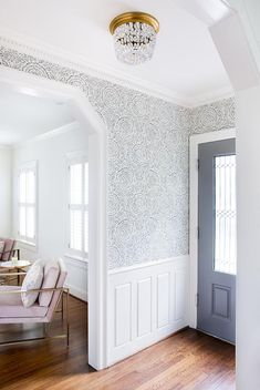 Entryways With Killer Wallpaper Add white wainscoting and wallpaper the portion above it.Add white wainscoting and wallpaper the portion above it. Hallway Wallpaper, Dining Room Wallpaper, Wallpaper Ideas, Wainscoting Hallway, Wall Paper Dining Room, Wallpaper Accent Wall Bathroom, Farmhouse Wallpaper, Wainscoting Kitchen, Neutral Wallpaper