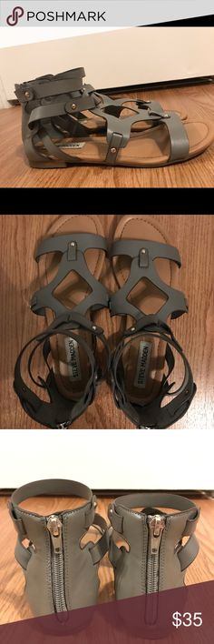 Steve Madden Grey Sandal Steve Madden Grey Sandal Size 8.5 Leather sandal that zips in the back Only worn twice-a little too small for my feet Steve Madden Shoes Sandals
