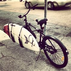 anywhere could i have a bike like this and use it to do Sandboarding (dreams) Cool Bicycles, Vintage Bicycles, Custom Beach Cruiser, Indoor Bike Rack, Skate, Brompton, Bike Style, Surfs Up, Cycling