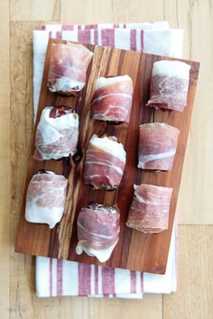 Pin for Later: Keep Your Grocery List Short With These Apps Prosciutto-Wrapped Feta-Stuffed Dates Get the recipe: prosciutto-wrapped feta-stuffed dates Number of ingredients: three; feta, dried dates, and prosciutto New Year's Eve Appetizers, Easter Appetizers, Make Ahead Appetizers, Thanksgiving Appetizers, Christmas Appetizers, Yummy Appetizers, Appetizer Recipes, Thanksgiving Meal, Party Appetizers