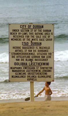 Trilingual sign in English, Afrikaans, and Zulu in Apartheid era South Africa. South Africa States, South Africa Tours, Durban South Africa, South Afrika, Pretoria, Nelson Mandela, Zulu Language, End Of Apartheid, Apartheid In South Africa
