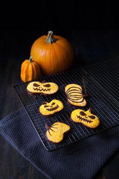 Cute pumpkin cookies for Halloween