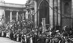 Crowds waiting for the royals outside the Bank of Ireland on College Green, Dublin, during a visit to Ireland by King George V and Queen Mary, July Get premium, high resolution news photos at Getty Images One Republic, Republic Of Ireland, Old Pictures, Old Photos, Irish Independence, Queen's College, Visit Uk, Dublin City, King George