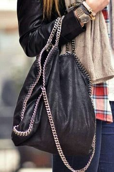 Stella McCartney Falabella chain and metal elements on bags. Look Fashion, Fashion Bags, Womens Fashion, Classic Fashion, Fashion Details, Fall Fashion, Mode Style, Style Me, Shoes