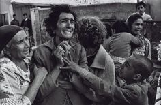 Gripping war photography portrait of grieving people by don mccullin, famous photographers and their work Most Famous Photographers, Documentary Photographers, French Photographers, Portrait Photographers, War Photography, People Photography, Color Photography, Street Photography, Classic Photography
