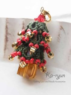 Tatted Christmas Tree Charm. ©️Ka-ryun.